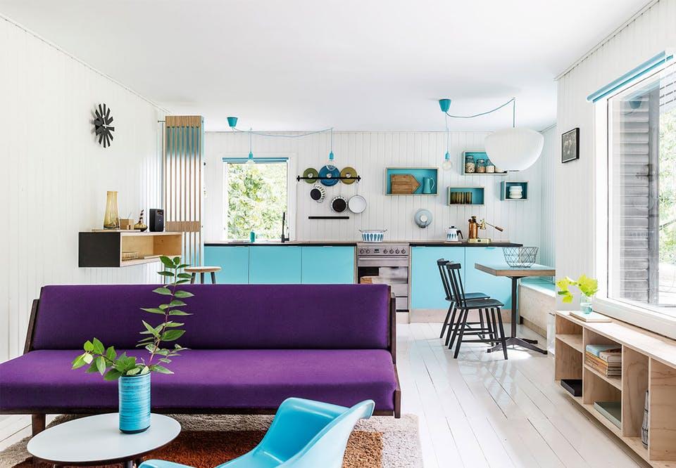 Căsuță de vacanță din Danemarca decorată în culori vesele