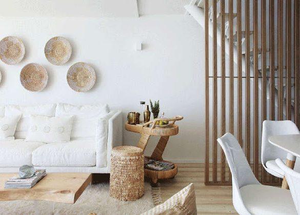 interior-in-alb-si-accente-calde-de-lemn-casa-malul-marii