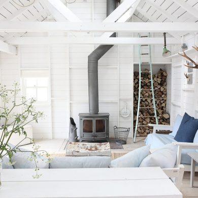 Amenajare în alb imaculat într-o casă de vacanță de la malul mării