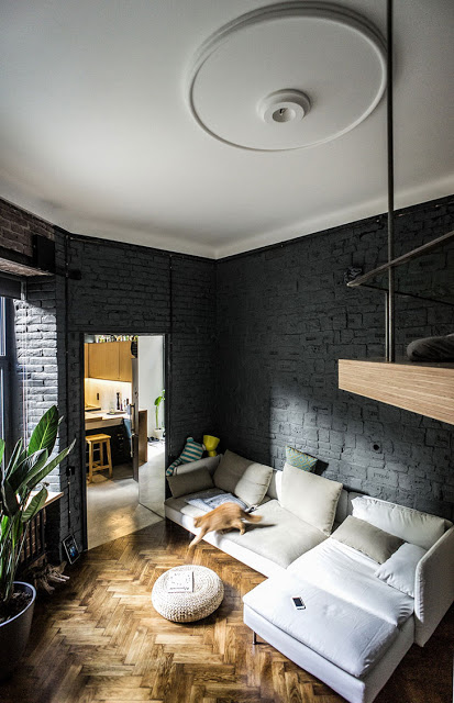 Amenajare practică, dar plină de personalitate într-un loft de numai 35 m² din Ucraina