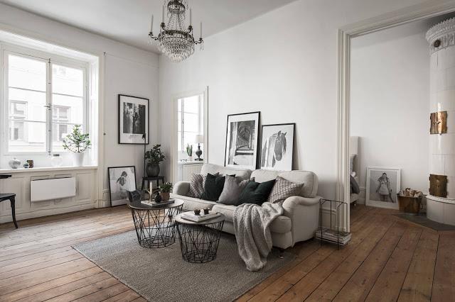 Amenajare fără uși între dormitor și living într-un apartament de 45 m²