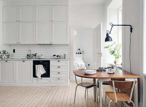 Bucătăria și living-ul în aceeași cameră într-un apartament de 45 m²