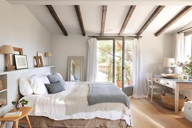 Stil rustic și accente de gri în decorul unei case din Costa Brava