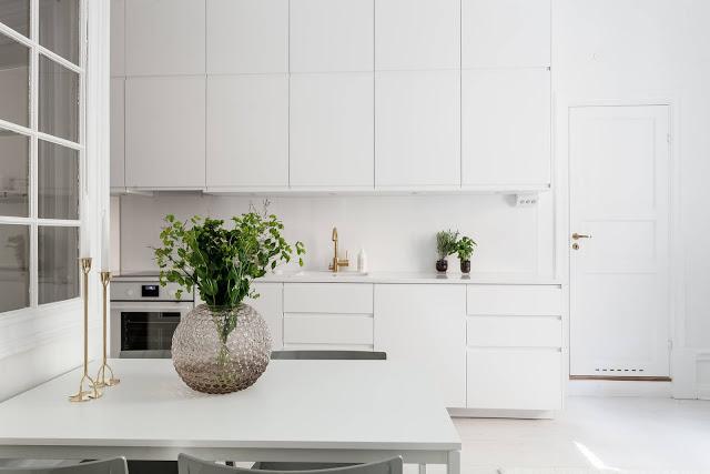 Alb imaculat în amenajarea unui apartament de numai 39 m²