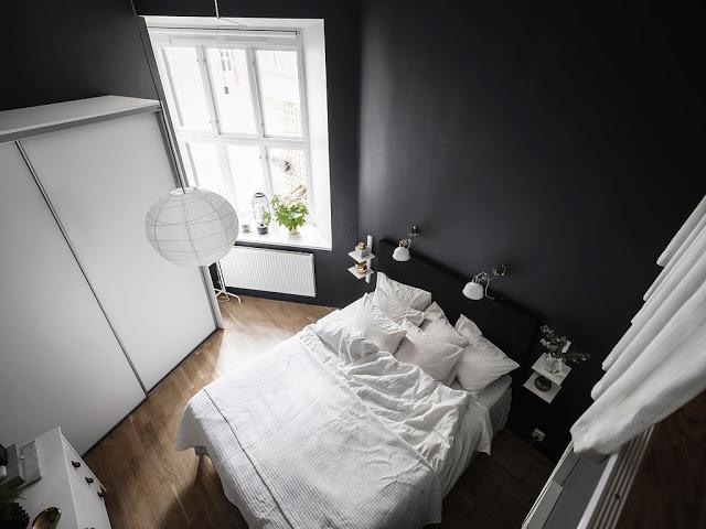 Pereți negri în dormitor într-un apartament de 59 m²