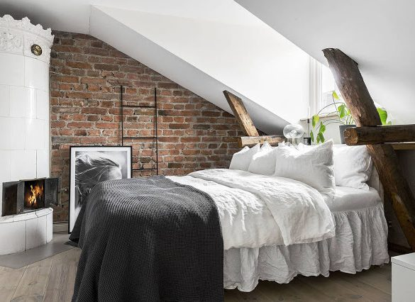 dormitor-de-oaspeti-la-mezanin-intr-o-mansarda-grinzi-lemn-70-mp