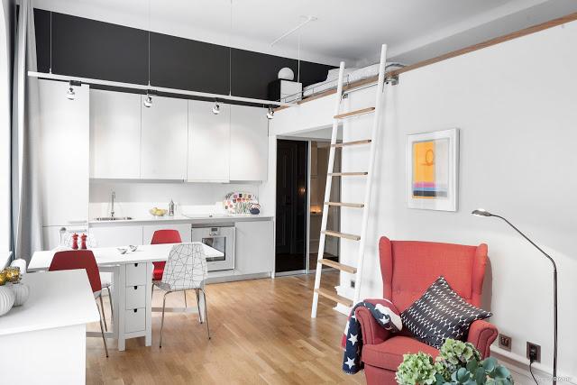 Dormitor deasupra băii într-o garsonieră de 30 m²