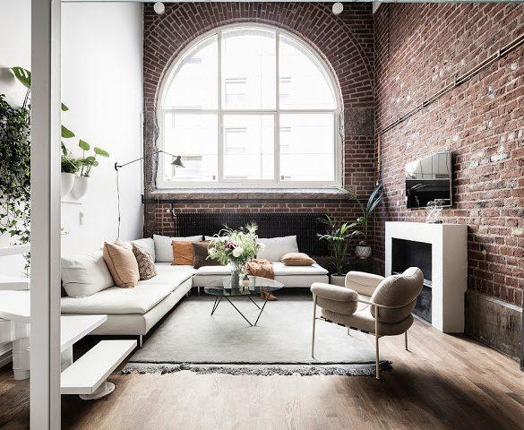 dormitor-deasupra-bucatariei-si-caramida-expusa-apartament-65-mp