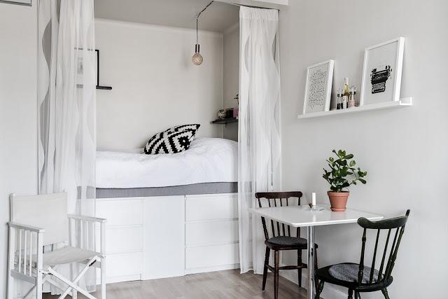 Spații de depozitare sub pat într-o garsonieră de 27 m²