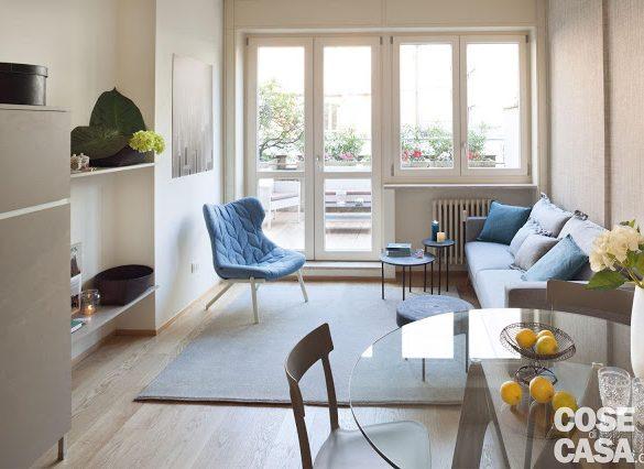 plan-deschis-si-accente-de-albastru-in-apartament-37-mp
