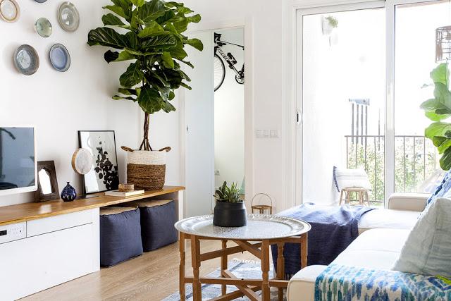 Albastru, turcoaz și lemn în amenajarea mediteraneană a unui apartament de 70 m² din Barcelona