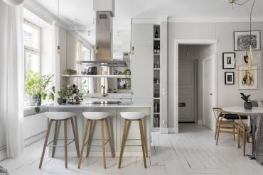 bucatarie-deschisa-catre-living-si-o-amenajare-practica-apartament-59-mp