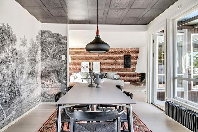 Tapet în alb și negru într-o casă din Mellbystrand, Suedia