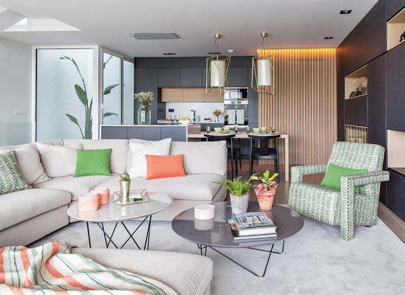 Accente de verde și coral într-un duplex modern din Spania