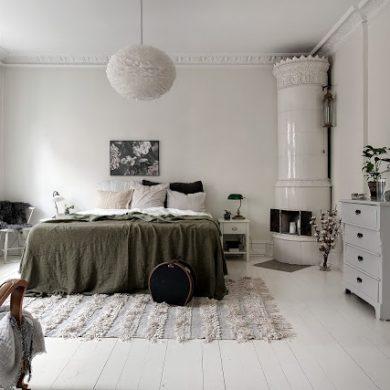 Detalii și accente inedite în amenajarea unui apartament tip vagon din Suedia