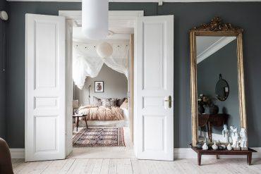 Pereți gri și accente de bej în amenajarea unui apartament de 46 m²