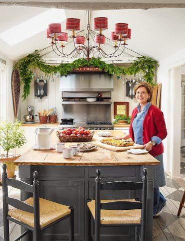 Decor de Crăciun cu accente de tartan într-o casă din Connecticut, SUA