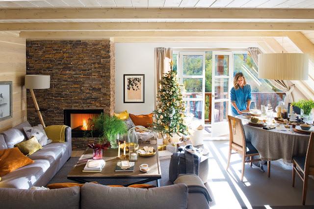 Decor de Crăciun într-un apartament dintr-o cabană din Baqueira, Spania