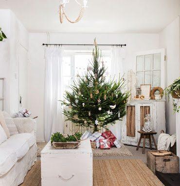 Decor de Crăciun într-un interior rustic din Norfolk, Marea Britanie