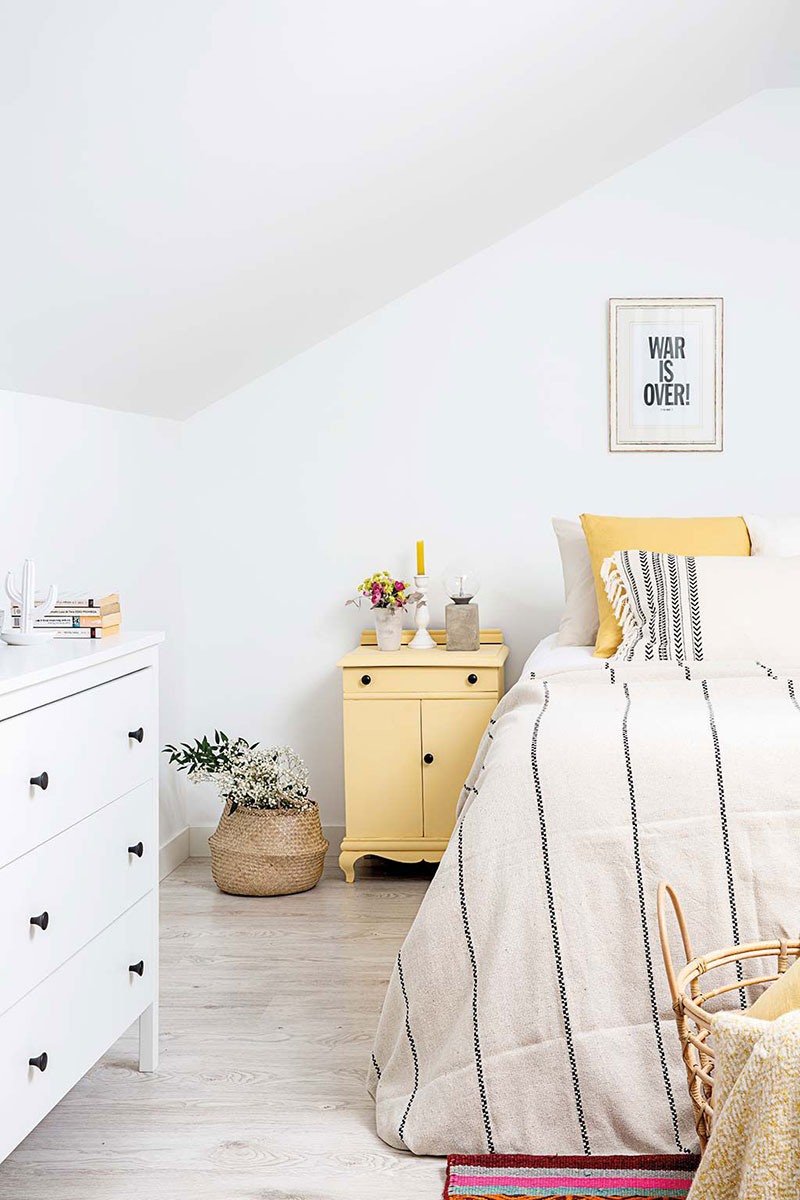 Tonuri naturale de culoare și decor scandinav într-un apartament pe două niveluri din Madrid 8
