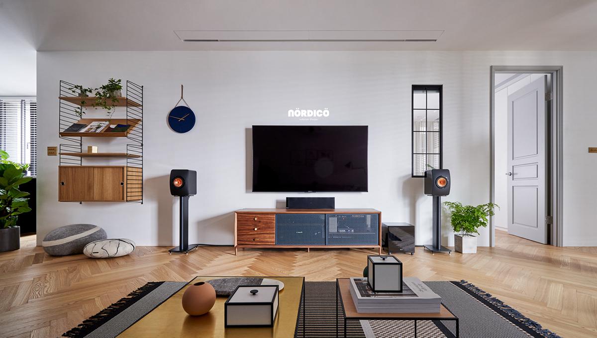 Design interior cu bucătărie neagră într-un apartament de 2 camere 14