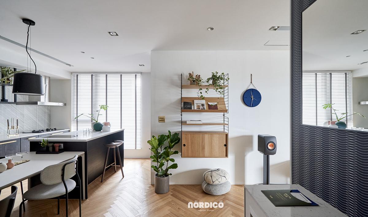 Design interior cu bucătărie neagră într-un apartament de 2 camere 9