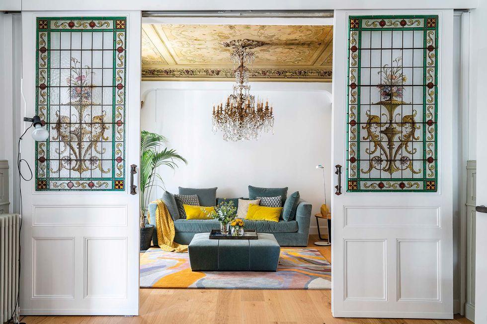 Vitralii din secolul XIX și mobilier modern într-o casă spectaculoasă din Santander 1
