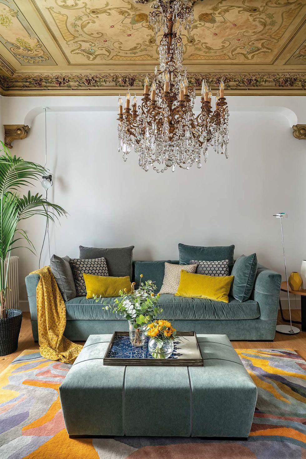 Vitralii din secolul XIX și mobilier modern într-o casă spectaculoasă din Santander 3