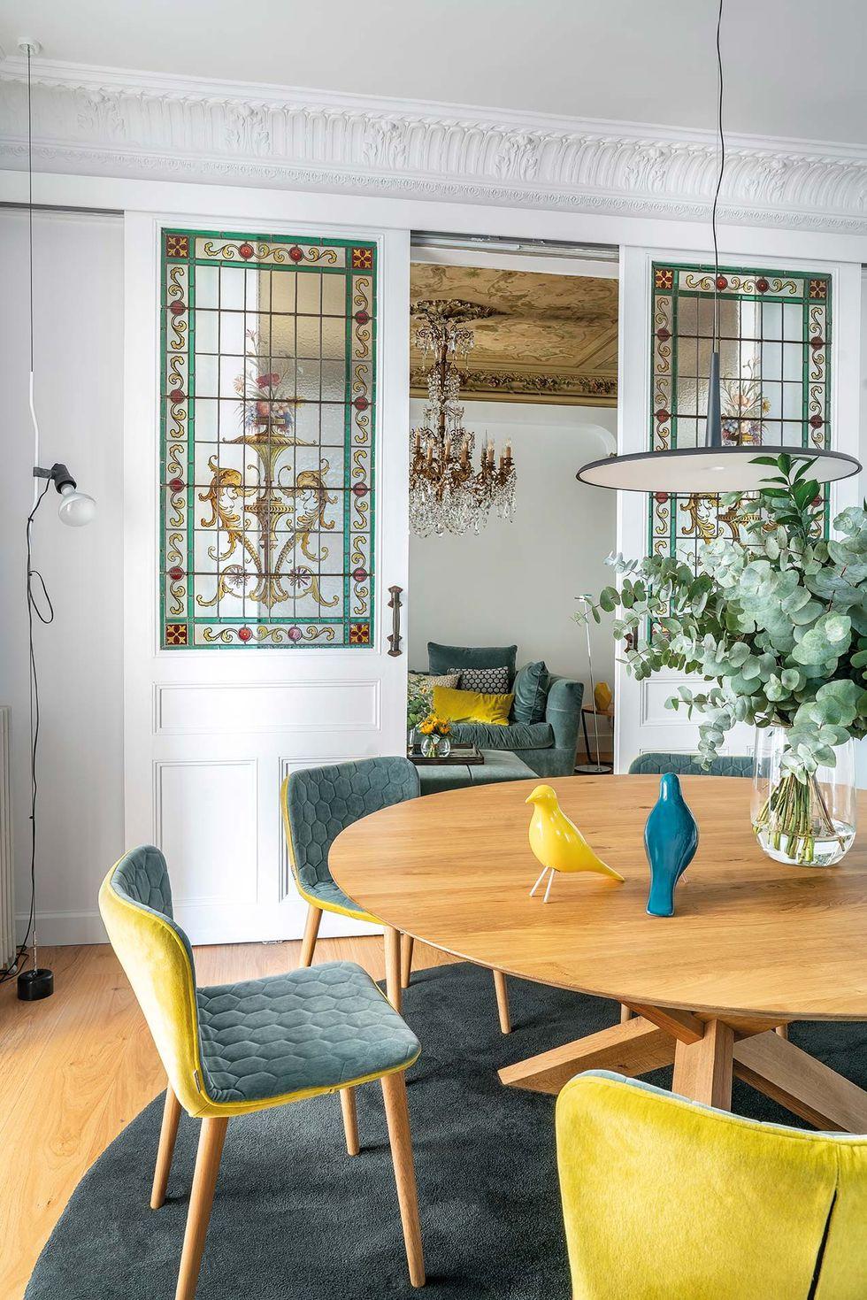 Vitralii din secolul XIX și mobilier modern într-o casă spectaculoasă din Santander 4