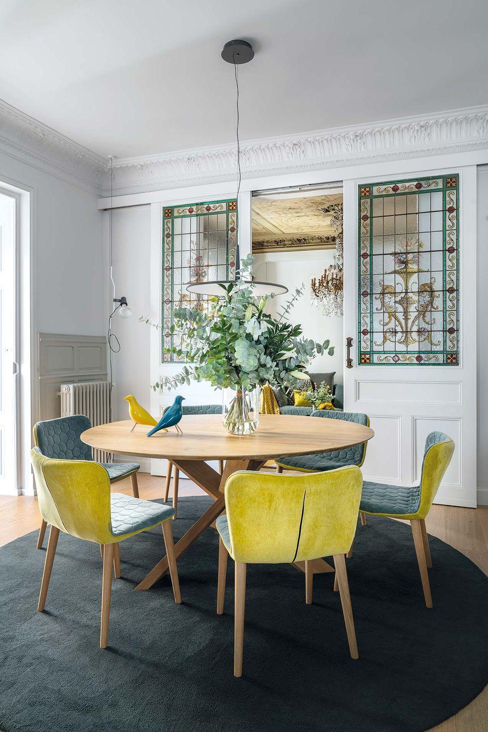 Vitralii din secolul XIX și mobilier modern într-o casă spectaculoasă din Santander 5