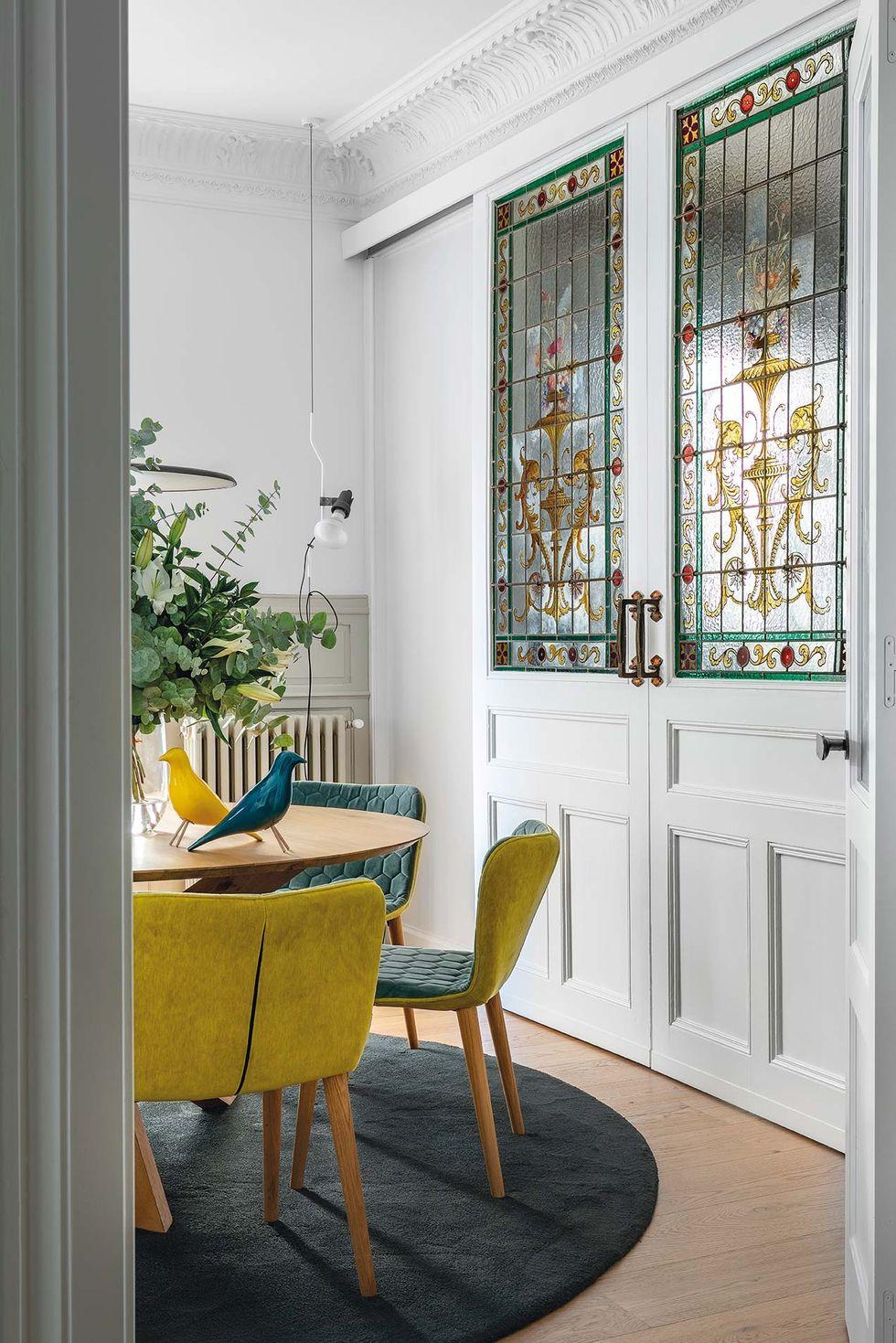 Vitralii din secolul XIX și mobilier modern într-o casă spectaculoasă din Santander 6