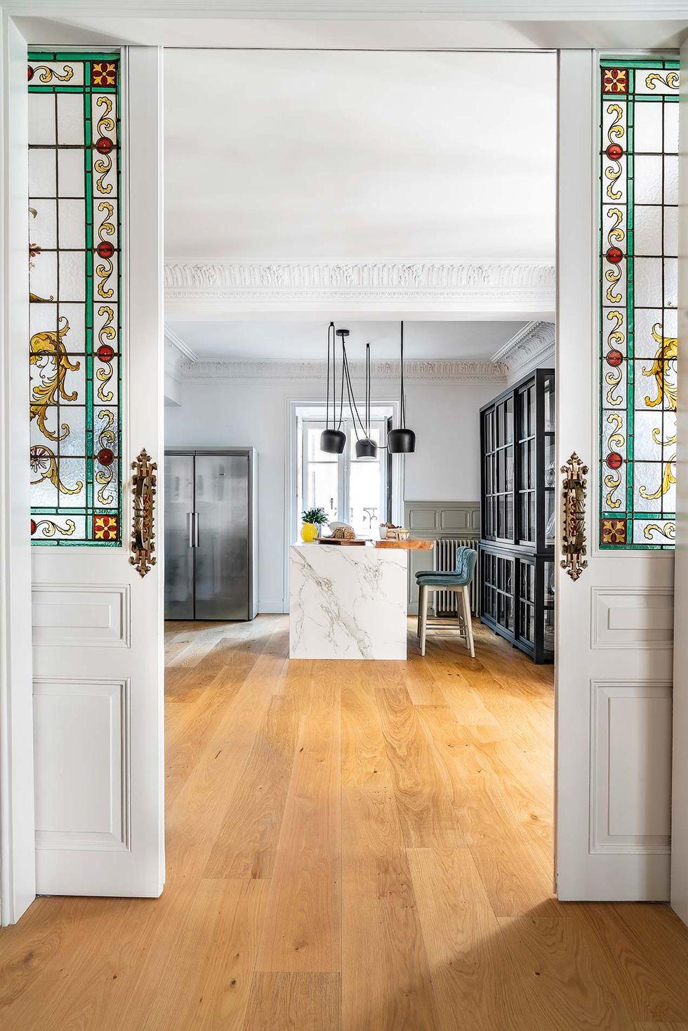 Vitralii din secolul XIX și mobilier modern într-o casă spectaculoasă din Santander 7