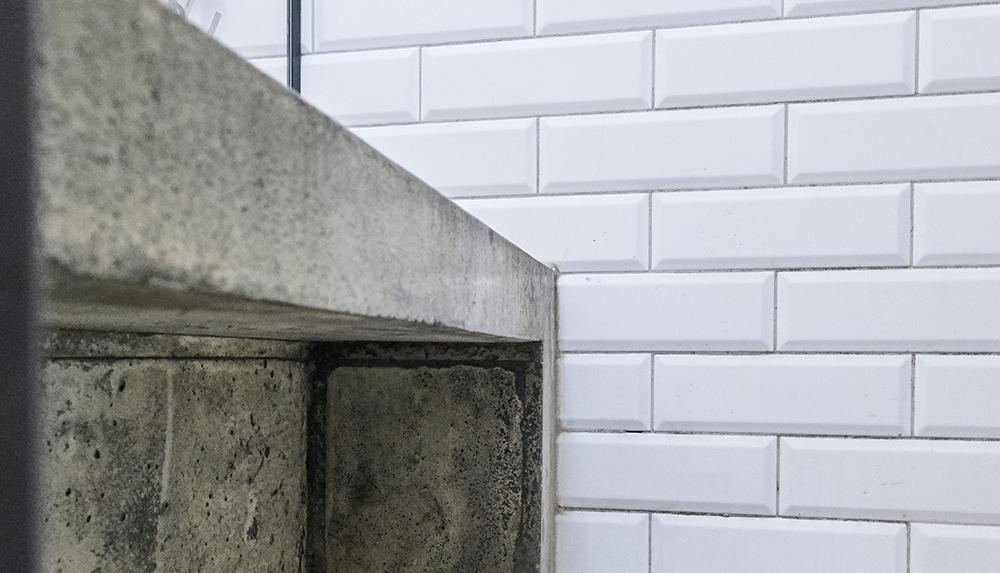 bancă de beton in dus