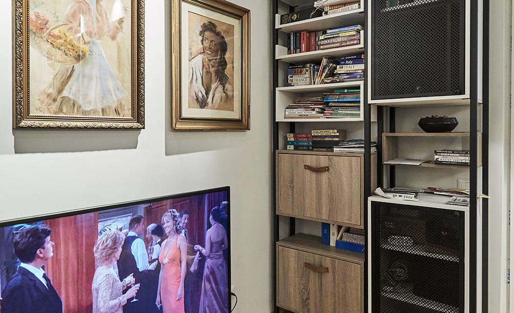 Living care se transformă în cinema și decor boem