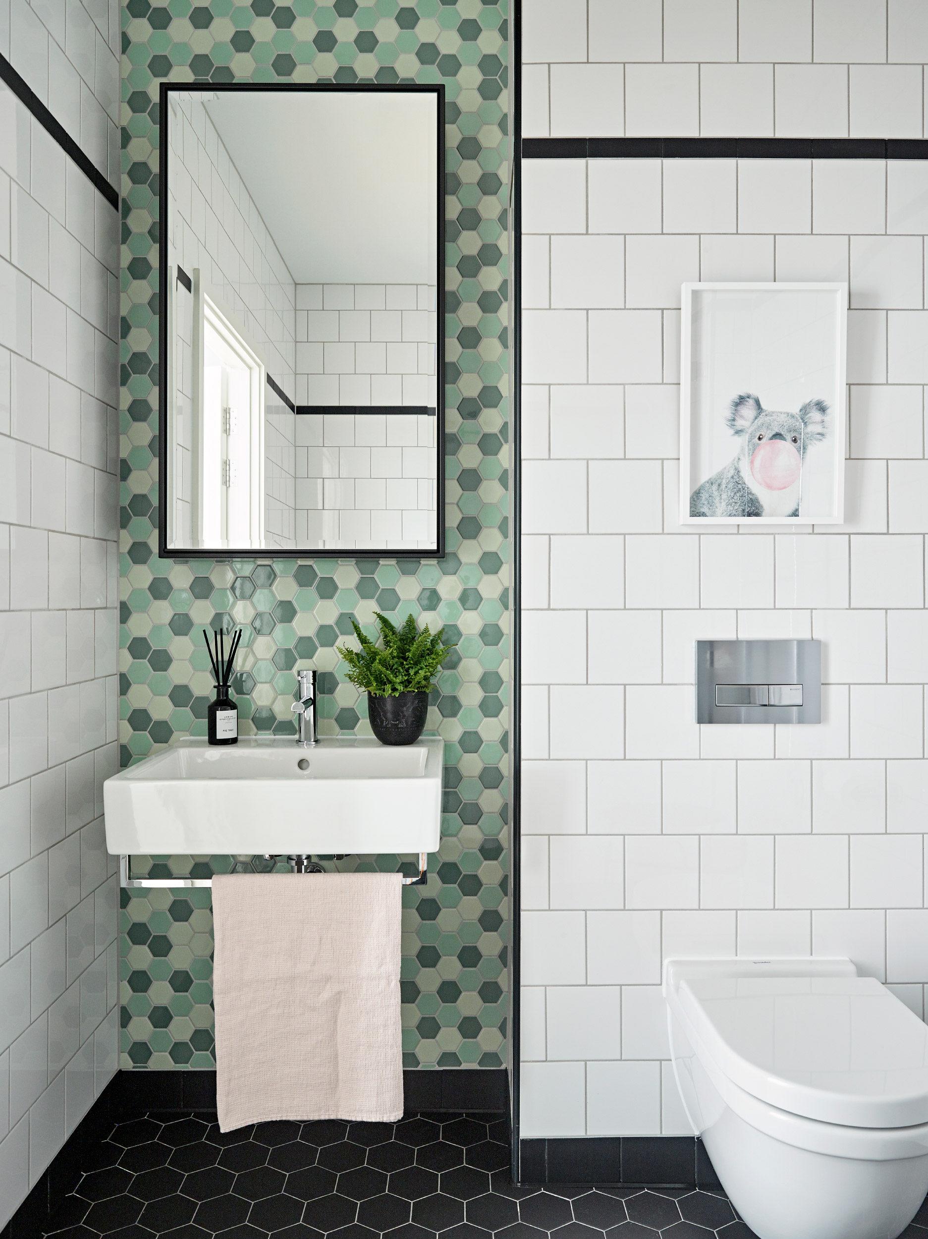 baie cu faianta verde
