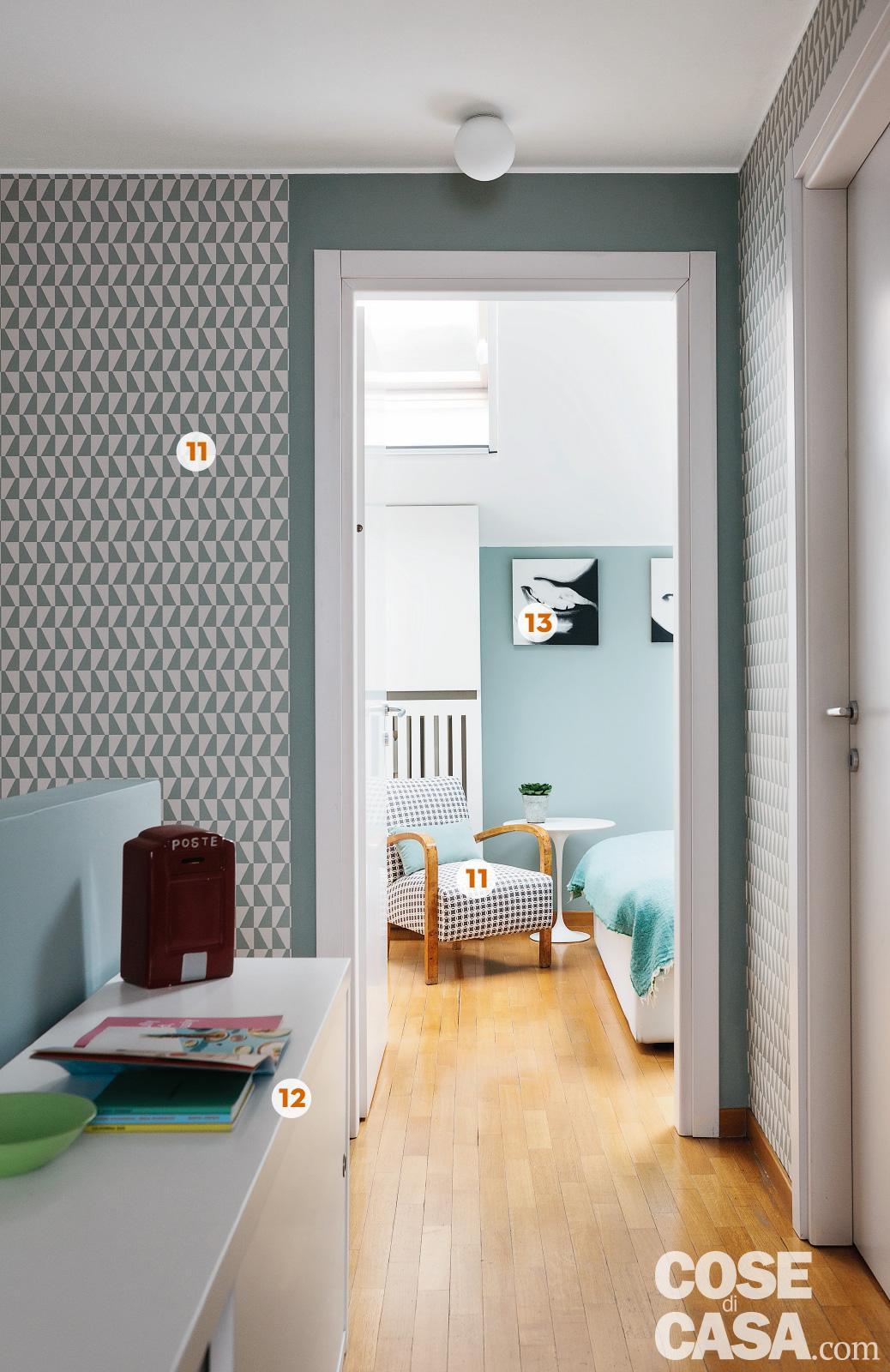 Amenajare practică și colorată in dormitor
