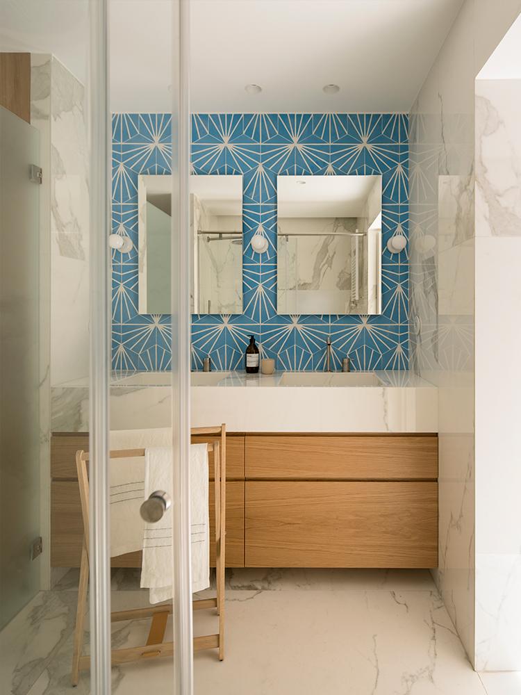 idee amenajare baie cu albastru