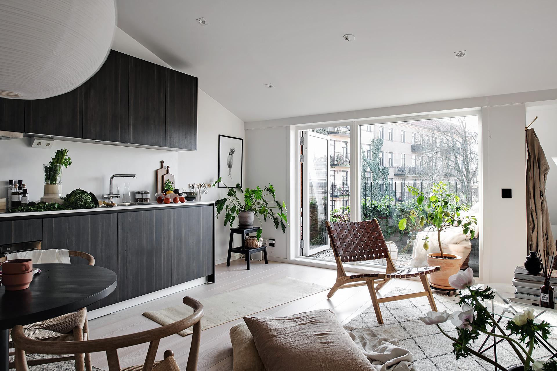Design interior practic și scandinav într-o mansardă în plan deschis [36 m²] 1