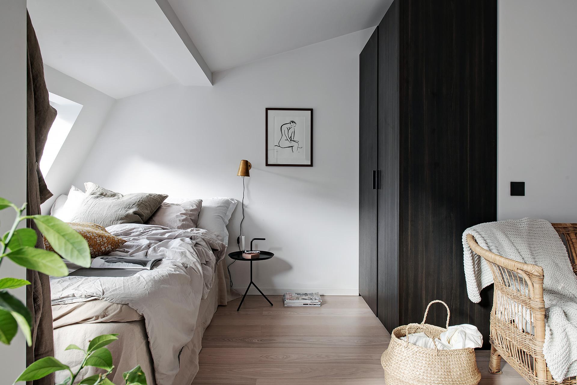 Design interior practic și scandinav într-o mansardă în plan deschis [36 m²] 12