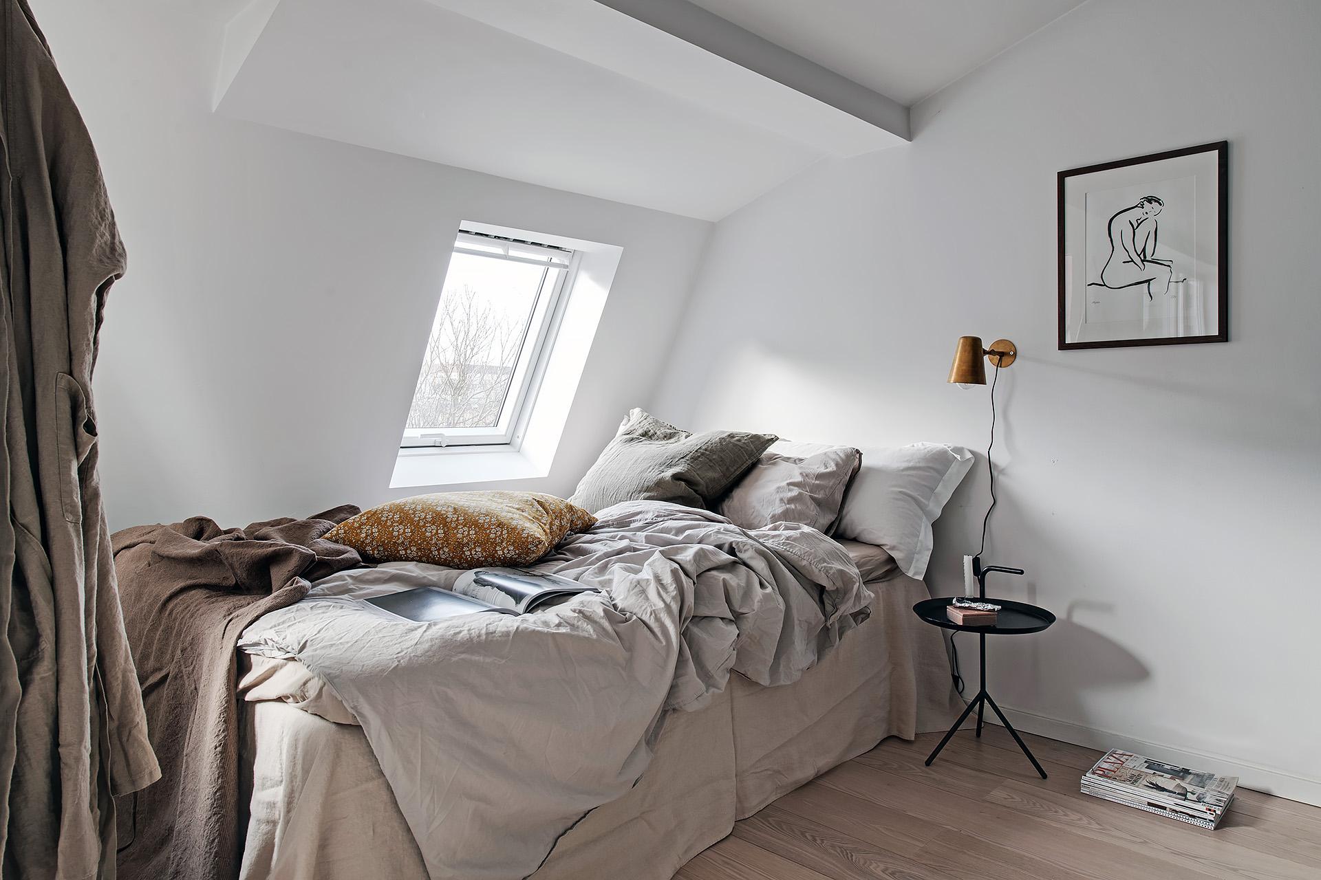 dormitor in nisa in garsoniera