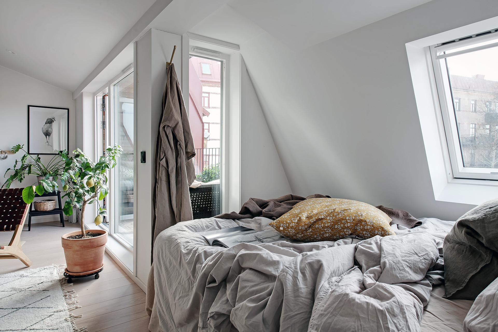Design interior practic și scandinav într-o mansardă în plan deschis [36 m²] 14