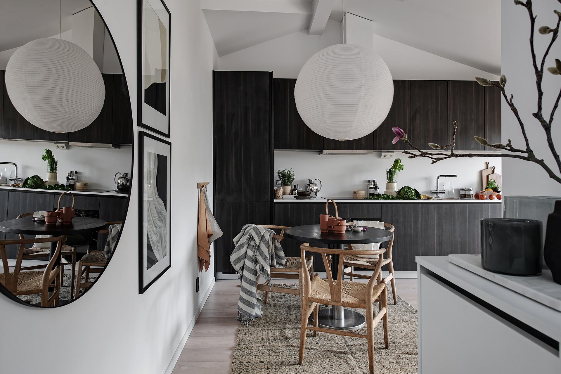 Design interior practic și scandinav într-o mansardă în plan deschis [36 m²] 6