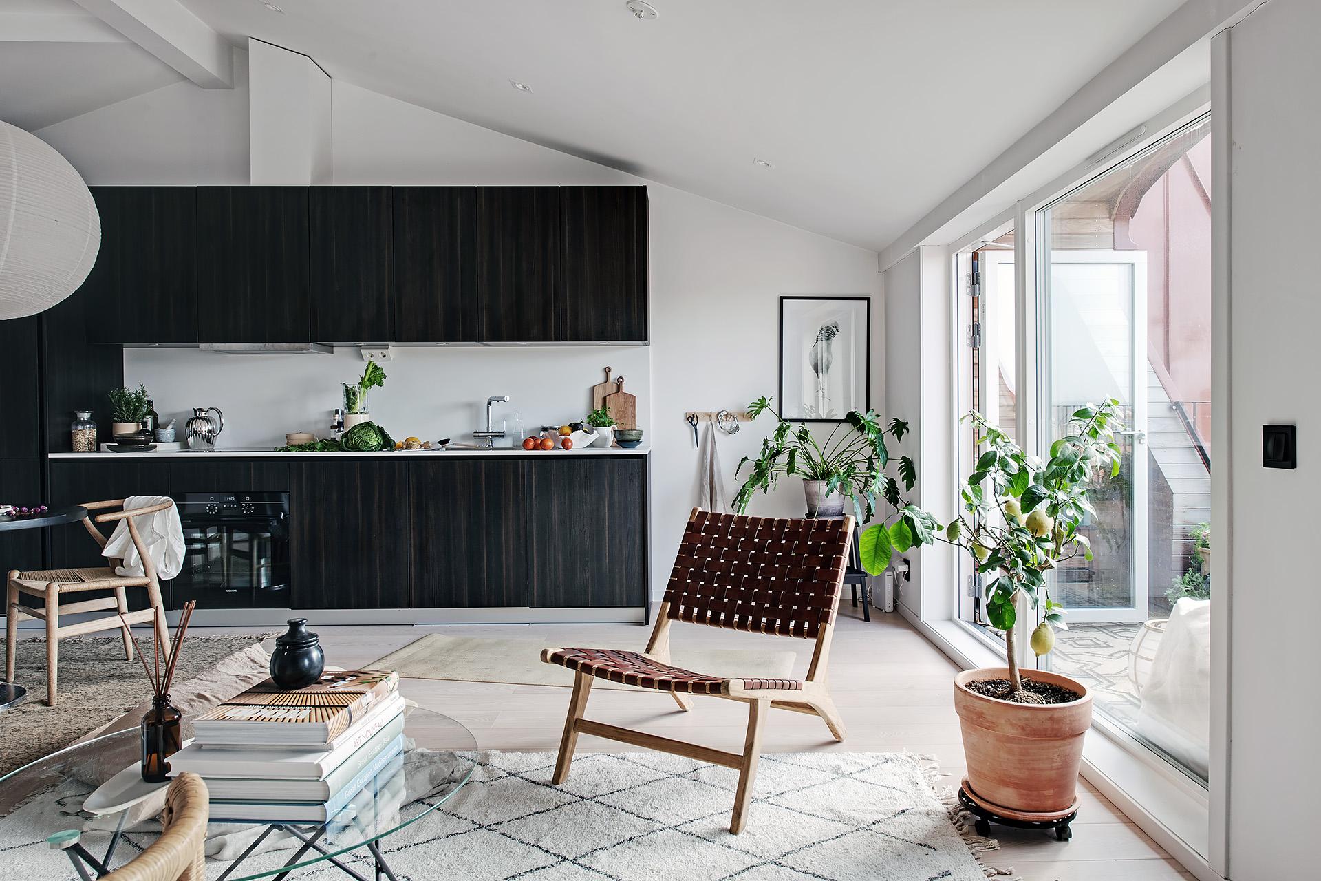 Design interior practic și scandinav într-o mansardă în plan deschis [36 m²] 8