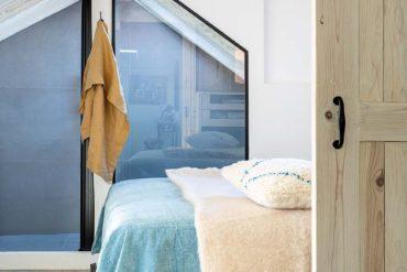 dormitor la mansardă