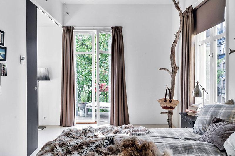 ramura de copac in dormitor