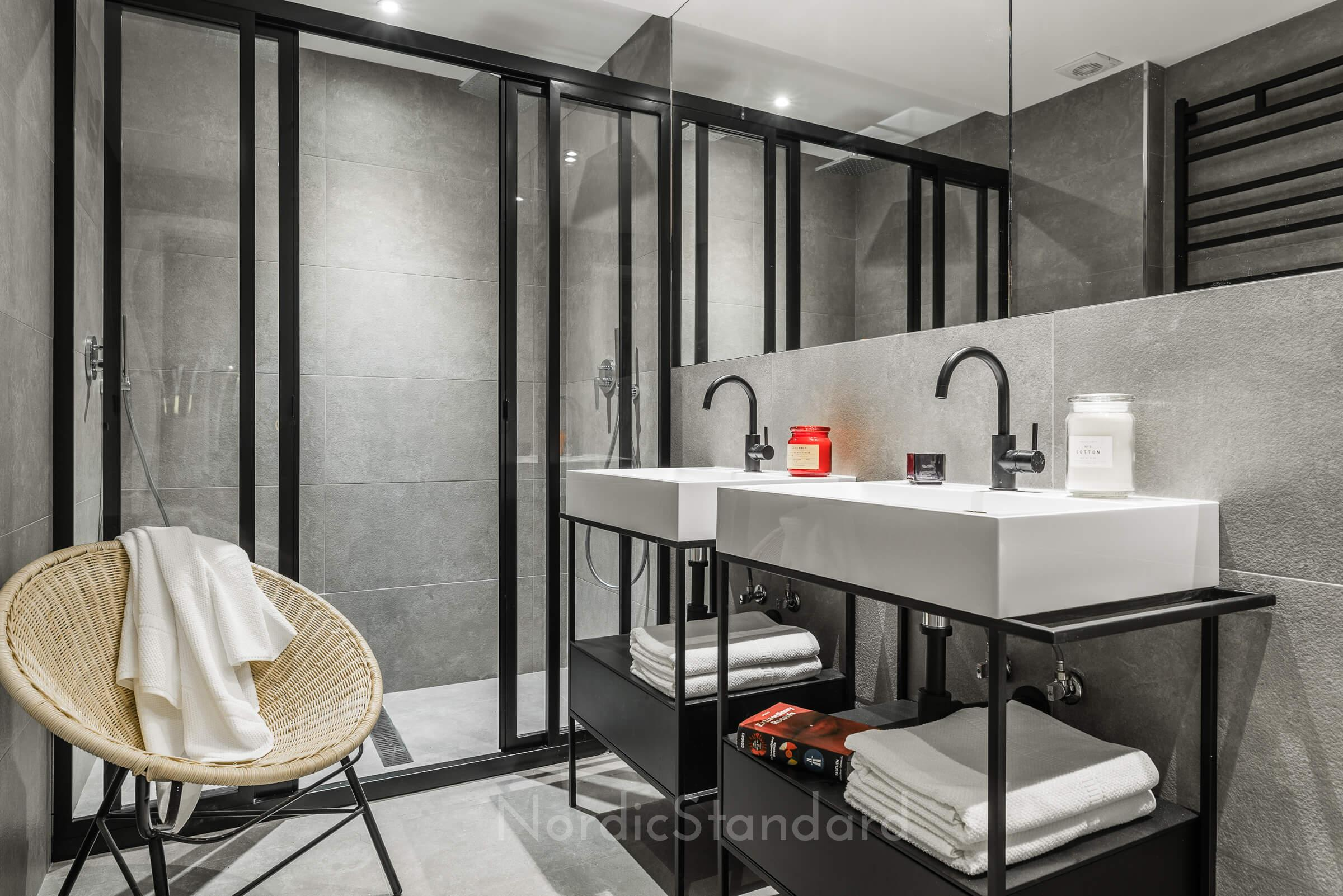 baie in alb si negru
