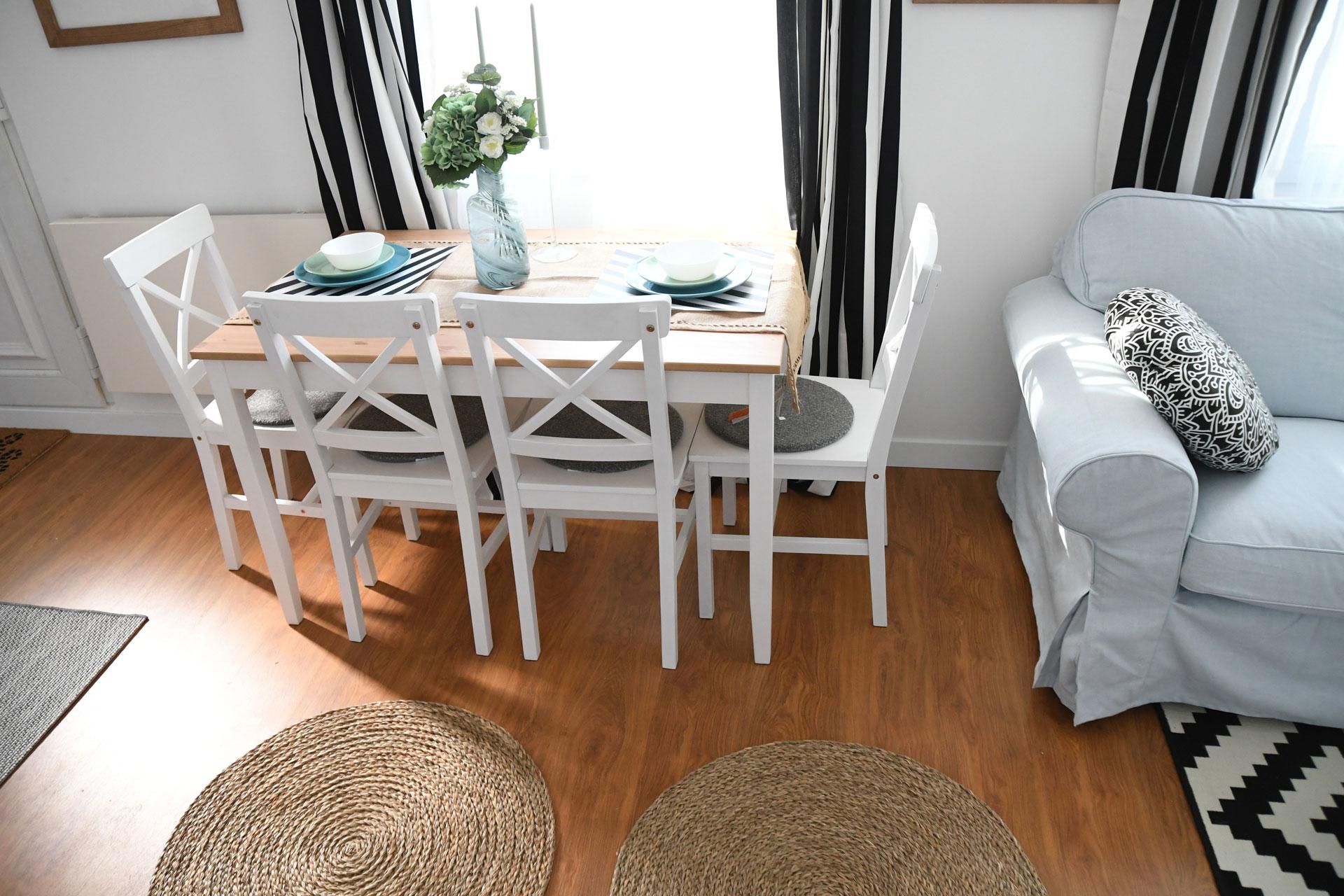loc de luat masa casă mobilă