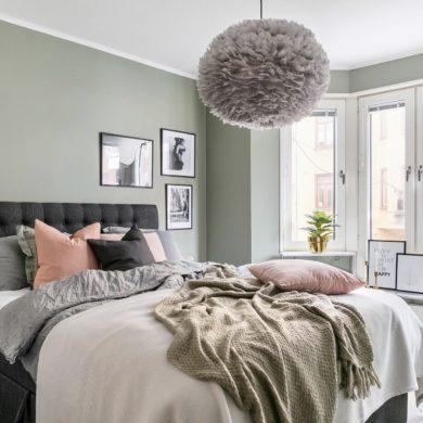 Roz, verde, gri și negru in dormitor