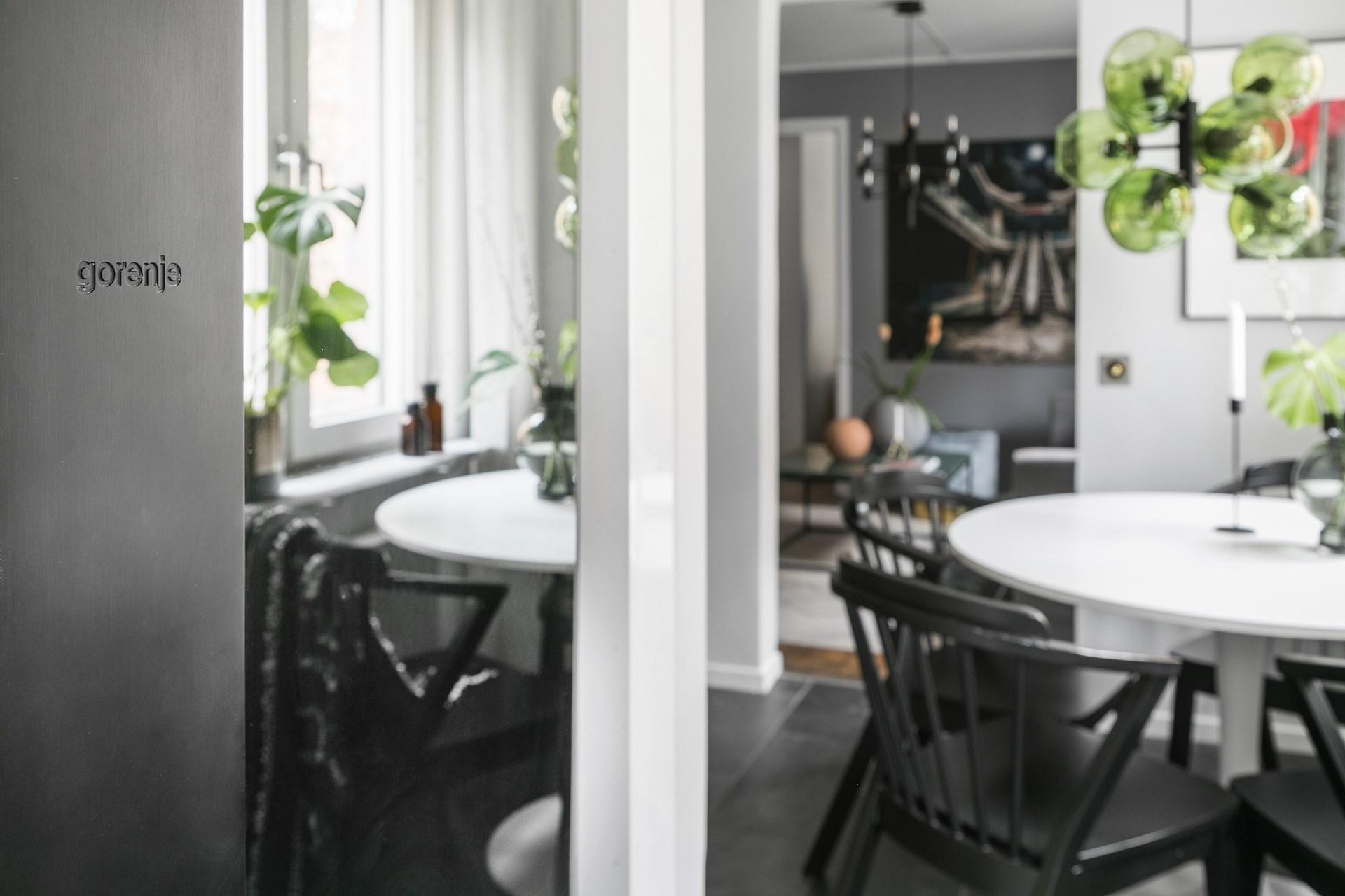 Roz, verde, gri și negru în amenajarea elegantă a unui apartament de 44 m² 5