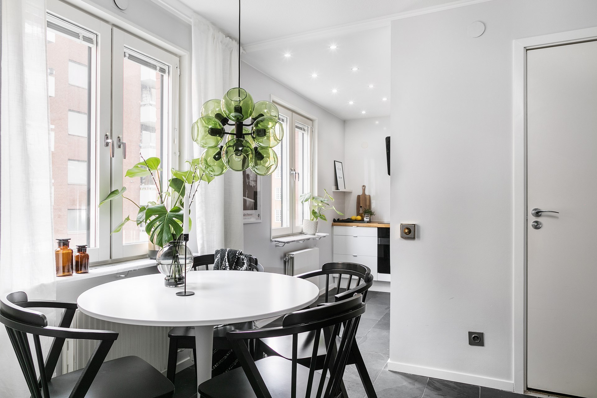 Roz, verde, gri și negru în amenajarea elegantă a unui apartament de 44 m² 6